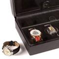 Коллекция Шкатулки для хранения часов 19 наименований стоимостью от 4800 до 22000 руб. Обратив внимание на шкатулки для хранения часов от Beco, вы отметите их изящную простоту и сдержанную элегантность. Есть моменты, когда не стоит привлекать внимание: скромный внешний вид и отменное качество коробки для хранения часов  – выбор уверенных и самодостаточных. Сделайте подарок любимому: шкатулка для наручных часов Beco – это минимум декора компактность и функциональность.