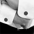 Коллекция Запонки Centurio 21 наименование стоимостью от 14800 до 16200 руб. Бескомпромиссное решение для истинных победителей. Эти мужские запонки от немецкого ювелира Даниэля Кристофера  Хейдлофа представляют собой настоящее произведение искусства – и в этом нет ни капли преувеличения. Строгая констатация факта: перед вами уникальные по дизайну и великолепные по качеству золотые и серебряные запонки с  оригинальной гравировкой, богато инкрустированные шикарными кристаллами  Swarovski. Одинаково хорошо подходят как для вечернего наряда, так и для делового костюма и как нельзя лучше раскрывают элегантный образ своего владельца.