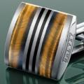 Коллекция Мужские запонки 172 наименования стоимостью от 3000 до 43920 руб. Шотландские мужские запонки Dalvey – это Викторианский стиль, отразивший лучшие качества джентльмена: простоту, сдержанность, безупречность. Запонки классической формы выполнены из нержавеющей стали. Простые и элегантные, они искусно декорированы, став частью вашего костюма, запонки Dalvey непринуждённо добавят эффектный финальный штрих.
