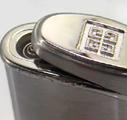Коллекция Зажигалки Givenchy турбо 22 наименования стоимостью от 2400 до 11990 руб. Турбо зажигалки Живанши – это дорогой металл, мощный полированный корпус, традиционная орнаментальная виньетка. Подобные модели призваны выразить благородное совершенство романского стиля. Модели турбо зажигалок Givenchy с классически строгим корпусом демонстрируют открытые энергичные цвета, огонь и золото, редкий коричневый мрамор. Все модели коллекции – это благородная роскошь классики и всегда изысканный подарок