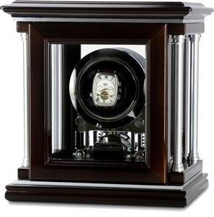 Деревянная шкатулка для подзавода механических часов выполнена из натурального дерева. Отделка: лак