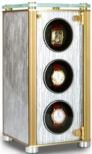 Шкатулка для 4-х механических часов с автоподзаводом выполнена из натурального дерева.
