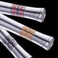 Коллекция Газовые зажигалки 19 наименований стоимостью от 2988 до 7871 руб. Новая коллекция газовых зажигалок от Katharine Hamnett с пьезоэлектрической системой зажигания отличается стильным дизайном, разнообразием форм, функциональностью и высокой надежностью. Вся коллекция выдержана в светлой палитре, основной тон — серебристый, есть модели черного цвета. Поверхность матовая, глянцевая или рельефная. Минимум декоративных элементов: некоторые модели украшены горизонтальными рельефными полосами, красными, синими, серебристыми зажигательными клипами, некрупной вставкой с изображением роз или логотипа. В коллекции есть и модели классической формы, и оригинальные рельефные модели в духе ретро.