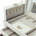 Коллекция Шкатулки из кожи 366 наименований стоимостью от 1490 до 29990 руб. Модельный ряд шкатулок из высококачественной кожи от английского бренда. Широкий ассортимент и богатый выбор цветовых вариаций позволяет выбрать именно ту шкатулку, которая оптимально подходит для хранения тех или иных ювелирных изделий и замечательным образом вписывается в интерьер помещения. Вы можете выбрать шкатулки в виде сундучков с элегантными замочками – всегда актуальный тренд и торжество изящного стиля, классические плоские модели либо кожаные клатчи и роллы для перевозки и хранения украшений. От самых простых до дорогих многоярусных моделей из массива дерева – удовлетворит запросы даже самой взыскательной дамы, а мужчинам предоставит возможность сделать роскошный подарок своим избранницам.