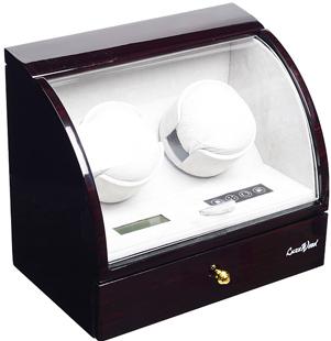 Шкатулка с подзаводом для двух и хранения трех механических часов, внешнее покрытие из лака, внутренняя отделка из велюра,работает от сети