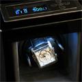 Коллекция Шкатулки для часов 72 наименования стоимостью от 7350 до 37800 руб. Время так и норовит все время ускользнуть от человека, и самый простой способ это сделать – взять и остановить стрелки часов на циферблате. Однако у известной во всем мире компании по производству часовых механизмов LuxeWood есть свое решение этой проблемы – стильные дизайнерские шкатулки для автоматических часов. Большинство представленных моделей  выполнены в деревянном корпусе, который отделан шпоном и покрыт лаком. В зависимости от модели питание шкатулки может подаваться как от сети, так и от батареек, причем универсальный вариант, разом объединяющий оба этих случая, встречается не так часто, как первый. Некоторые шкатулки оснащены выдвижным ящиком и имеют дополнительный отсек для хранения запонок.