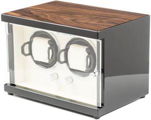 Шкатулка для 2 часов с подзаводом. Глянцевый деревянный корпус, внутренняя отделка кожа. Питание – сеть.