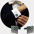 Коллекция Запонки и заколки для галстука 75 наименований стоимостью от 2890 до 22494 руб. Вопреки расхожему мнению, продукция дома моды  Nina Ricci адресована не только прекрасной половине человечества. Сильный пол также не остался обделенным вниманием со стороны дизайнеров этого старейшего бренда. Ассортимент аксессуаров для мужчин как минимум впечатляет. Тут и оригинальные запонки самой разной формы с богато декорированными элементами, которые благополучно работают на создание праздничного настроения, и элегантные заколки для галстуков, простые и позолоченные, с замечательными карбоновыми вставками – все эти мелочи приобретут истинную важность в нужный момент и станут отличным дополнением к вашему костюму. Дорогие аксессуары для тех мужчин, кто ценит лучшее, не выпадает из временного контекста и стремится приобщиться к выбору миллионов.