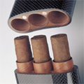 Коллекция Футляры для сигар 13 наименований стоимостью от 5600 до 65319 руб. Футляры для сигар, от компактных карманных моделей, рассчитанных на одну-три сигары до вместительных хьюмидоров. Этот стильный аксессуар для курения высоко оценят любители сигар. Слегка закругленные формы, дорогая отделка. Цветовая гамма: черный, серый, серебристый, древесный. Все футляры сделаны из натурального дерева, герметичны, благодаря чему вкус сигар прекрасно сохраняется. Стильная и практичная вещь от признанного мастера эксклюзивных и функциональных аксессуаров, студии Porsche Design.