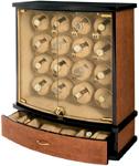Ultima это не просто деревянная шкатулка для хранения и подзавода часов. Это маленький шкаф, в котором вы можете подзаводить до 16 часов и дополнительно хранить еще 6 часов. Его стеклянные двери закрываются на ключ