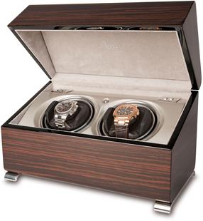 Шкатулка для подзавода 2-х механических часов имеет два режима вращения. Корпус шкатулки изготовлен из дерева с гладкой, отполированной поверхностью.