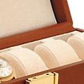 Коллекция Шкатулки для 6 часов 9 наименований стоимостью от 12096 до 19520 руб. Длинные прямоугольные коробки-шкатулки для хранения 6 часов идеальны для тех, кто ценит качество, отдавая предпочтение простоте и комфорту. Неброская, но элегантная классика всегда лояльна. Отсутствие лишних деталей – это хороший тон, великолепно характеризующий владельца.