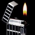 Коллекция Кремниевые 64 наименования стоимостью от 1200 до 7620 руб. Газовые зажигалки от Sarome с кремниевой системой зажигания отличаются оригинальным дизайном. В этой коллекции можно найти подарок и стороннику минимализма и любителю аксессуаров причудливой, интересной формы. Некоторые  модели украшены вставками из смолы, необычными рельефными рисунками, гравированы под  «кожу крокодила», декорированы кристаллами Swarovski.
