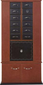 Шкаф для автоматических часов со встроенным сейфом и массой ящичков и ящичков, доступ к ним ограничивает замок работающий по отпечатку пальца