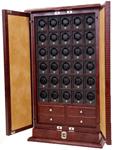 Часовой шкаф с биометрическим замком. Рассчитан на 30 механических часов + дополнительные отделения. Корпус выполнен из дерева и отделан высококачественной телячьей кожей коричневого цвета с тиснением «крокодил».