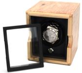 Шкатулка для часов с автоматическим заводом. Корпус выполнен из массива карельской березы и покрыт прозрачным лаком.