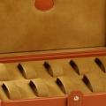 Коллекция Коробки для хранения часов 57 наименований стоимостью от 19000 до 870415 руб. Футляр-коробка для карманных часов; футляр для больших наручных часов; дорожный ролл – множество необходимых аксессуаров высокого качества готов предложить итальянский бренд Underwood. Признанное мастерство, бережное отношение к традициям, лучшие материалы и эргономичный дизайн – пожалуй, всё, к чему стремятся префекционисты.