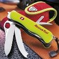 Коллекция Швейцарские ножи с лезвием 111 мм 56 наименований стоимостью от 85 до 13994 руб. Солдатские швейцарские ножи с лезвием 111 мм – это прочная нержавеющая сталь и всегда исправные инструменты, готовые к работе. Линейка пополнилась новой моделью: Rescue Tool, основное назначение – оказать первую медицинскую помощь. В результате, нож открывается в считанные секунды как правой, так и левой рукой. Ярко жёлтая люминесцентная рукоятка по праву привлекает к себе внимание.