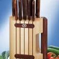 Коллекция Наборы ножей для кухни 5 наименований стоимостью от 7522 до 29700 руб. Фирма Викторинокс всегда заботилась не только о функциональности, но и о максимально возможном уровне комфорта при использовании ножа. А потому кухонные ножи Викторинокс станут настоящим украшением любой кухни. Легкие и прочные, не требующие частой заточки или самозатачивающиеся ножи в стильной и удобной подставке. На кухне необходимы как длинные, так и короткие ножи и здесь фирма Викторинокс может предложить самый широкий выбор наборов. Порадуйте себя и свою семью.